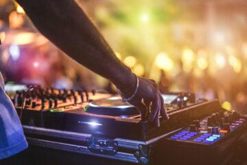 Urheberrechtsverletzung bei Wiedergabe von Musikwerken bei einem Abiball?